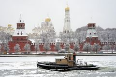 Boat near Kremlin Royalty Free Stock Photography