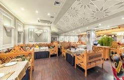 MOSCOW/RUSSIA - DECEMBER 2014 Inre av den lyx- restaurangen av uzbekisk kokkonst - Babay klubba i en orientalisk stil Royaltyfri Fotografi