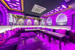 MOSCOW/RUSSIA - DECEMBER 2014 Restaurangens inre - UNIVERSITETSOMRÅDE i öst, arabisk stil Royaltyfria Bilder