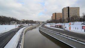 Moscow, Russia - February 20, 2018. traffic on embankments of the Yauza River. Moscow, Russia - February 20, 2018. traffic on the embankments of the Yauza River stock footage