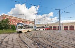 MOSCOW/RUSSIA - GIUGNO 2014; Esterno del deposito del tram Deposito del tram di Krasnopresnenskaya, Strogino Fotografia Stock Libera da Diritti