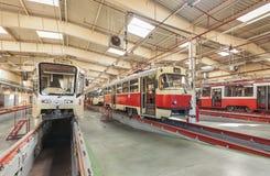 MOSCOW/RUSSIA - GIUGNO 2014; Tram dentro il deposito Deposito del tram di Krasnopresnenskaya, Strogino Fotografia Stock