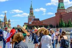 moscow russia Juni 20, 2018: Fotbollsfan av världscupen Fifa 2018 på den röda fyrkanten Royaltyfria Bilder
