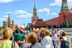 moscow russia Juni 20, 2018: Fotbollsfan av världscupen 2018 på den röda fyrkanten Arkivfoto