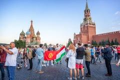 moscow russia Juni 18, 2018 Fotbollsfan och turister med Royaltyfri Fotografi