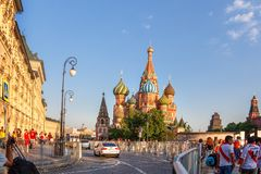 moscow russia Juni 18, 2018 Sikt av Moskva och St-basilika` s Ca Royaltyfri Foto