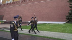 Passage of the guard of honor. MOSCOW, RUSSIA - May 25, 2020: Changing the guard of honor with an officer during quarantine of a coronavirus at the grave of an stock video