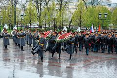 MOSCOW, RUSSIA - MAY 08, 2017: General of the Army VALERY GERASIMOV and Collegium of the MINISTRY of DEFENCE laid a wreath at the. MOSCOW, RUSSIA - MAY 08, 2017 Stock Images