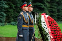 MOSCOW, RUSSIA - MAY 08, 2017: The Honor Guard of the 154 Preobrazhensky Regiment in the infantry uniform laying flowers to the To. Mb of Unknown soldier and Royalty Free Stock Images