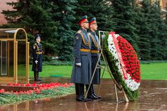 MOSCOW, RUSSIA - MAY 08, 2017: The Honor Guard of the 154 Preobrazhensky Regiment in the infantry uniform laying flowers to the To. Mb of Unknown soldier and Stock Photos