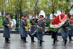 MOSCOW, RUSSIA - MAY 08, 2017: The Honor Guard of the 154 Preobrazhensky Regiment in the infantry uniform laying flowers to the To. Mb of Unknown soldier and Royalty Free Stock Photography