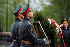 MOSCOW, RUSSIA - MAY 08, 2017: The Honor Guard of the 154 Preobrazhensky Regiment in the infantry uniform laying flowers to the To. Mb of Unknown soldier and Royalty Free Stock Image