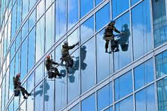 Industrial climbers wash windows of skyscraper Stock Photography