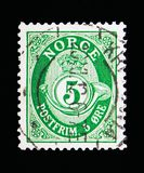 Post horn, serie, circa 1910. MOSCOW, RUSSIA - MAY 13, 2018: A stamp printed in Norway shows Posthorn - New Die, 5 Ore due, serie, circa 1910 royalty free stock photo