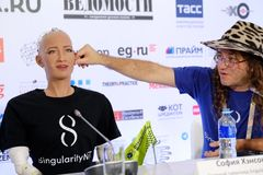 Sophia humanoid robot at Open Innovations Conference at Skolokovo technopark. Moscow, Russia - October 1, 2017: Sophia humanoid robot and Dr. Ben Goertzel, CEO Royalty Free Stock Photos