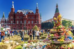 MOSCOW, RUSSIA-SEPTEMBER 24, 2017: Golden Autumn Festival at the. Manege Square in Moscow stock photography