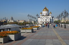 MOSCOW, RUSSIA - SEPTEMBER 25, 2015:  Patriarch bridge and Cathedral of Christ the Savior Stock Photos