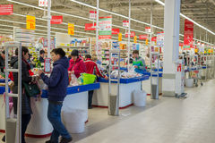 MOSCOW, RUSSIA - 13.07.2015. Shoppers in supermarket Auchan at Zelenograd Stock Images