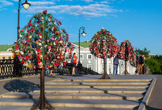 MOSCOW, RUSSIA - 21.09.2015. Trees with locks of lovers on trees at Tretyakovsky bridge Stock Photography
