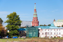 MOSCOW, RUSSIA - 21.09.2015.  Vodovzvodnaya Tower of the Moscow Kremlin on background old destroyed houses. Russia Royalty Free Stock Images