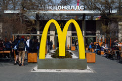 MOSCOW/RUSSIAN FEDERATION - APRIL 13 2015: Macdonalds cafe in th. E VDNH exhibition in Moscow, with many visitors Stock Images