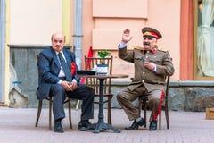 Impersonators av Lenin och Stalin på gammala Arbat Royaltyfri Fotografi