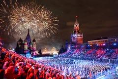 All deltagare och honnör på den militära musikfestivalen Royaltyfri Bild