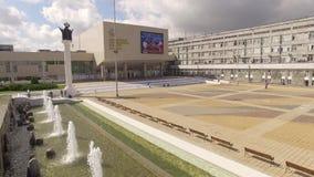 moscow Springbrunnen på ingången till universitetet för kamratskap för folk` s arkivfilmer