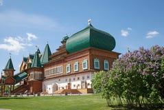 Härlig träslott i Kolomenskoe Royaltyfria Foton