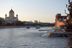 moscow Widok katedra Chrystus wybawiciel od mierzei Moskva rzeka obraz stock