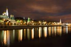 Moscows Kremlin på natten Fotografering för Bildbyråer