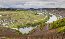 Moselle doliny widok na Wysokim Moselle i krajobraz Przerzucamy most const Fotografia Stock