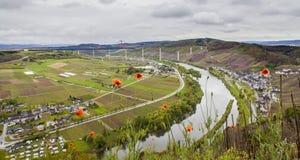 Moselle doliny widok na Wysokim Moselle i krajobraz Przerzucamy most const Zdjęcia Royalty Free