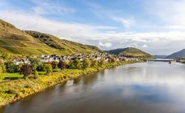 Moselle landskap och Tyskland för byNeef Calmont region Arkivfoto