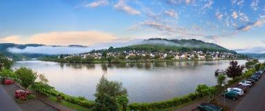 Moselle soluppgångpanorama Arkivfoton