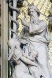 Moses hebt die Messingschlange an Lizenzfreies Stockbild