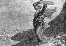 Moses som bryter de två minnestavlorna av stenen Royaltyfria Bilder