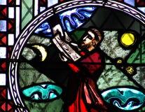 Moses und die zehn Gebote im Buntglas Stockbilder