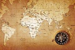 mosiężny cyrklowej mapy stary skarb zdjęcia stock