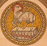 耶路撒冷-上帝羊羔  在上生福音派信义会旁边法坛的Mosiaic  免版税图库摄影