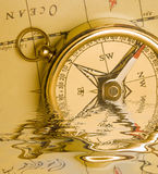 Mosiądza stary stylowy kompas   Obraz Stock