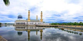 moské för stadskinabalukota Arkivfoto