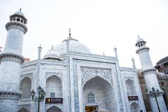 Moské i den globala byn dubai UAE royaltyfria bilder