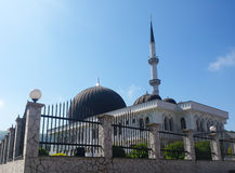 Moské i en liten stad Fotografering för Bildbyråer