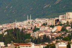 Moské och många hus i Bursa Royaltyfria Bilder