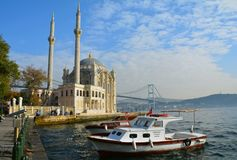 Moské Ortakoy Istanbul Turkiet arkivbilder