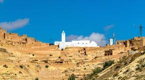 Moské på Chenini, en stärkt Berberby i sydliga Tunisien Arkivbilder