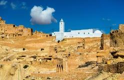 Moské på Chenini, en stärkt Berberby i sydliga Tunisien Royaltyfri Bild