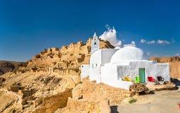 Moské på Chenini, en stärkt Berberby i sydliga Tunisien Arkivfoto