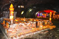 Moské som göras av salta tegelstenar inom den Khewra minen Arkivfoton
